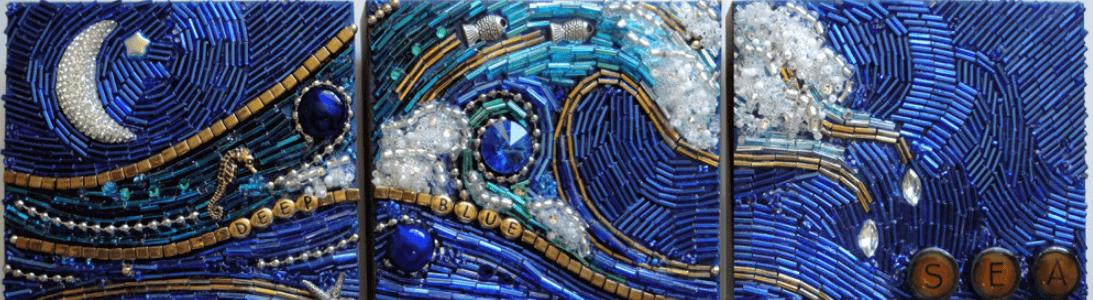 Оплетение бисеринами и биконусами камней.